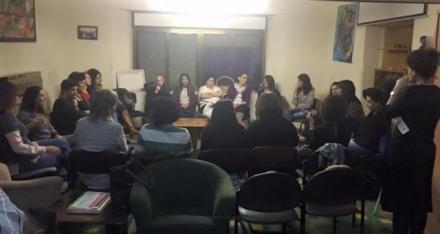 ملتقى الشهر نساء ضد العنف  العزوبية في المجتمع